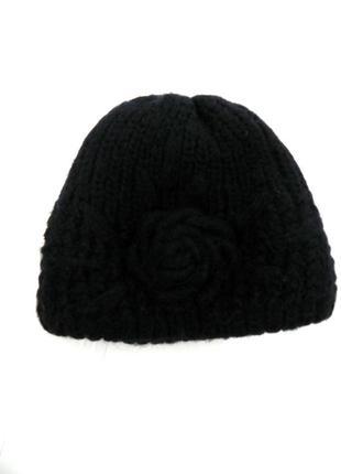 Теплая объемная черная шапка