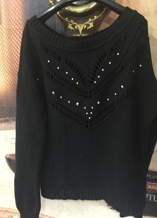 Симпатичный черный свитерок stradivarius
