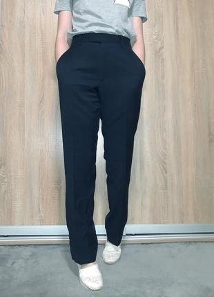 Свободные шерстяные брюки на высокой посадке ровного кроя темно синего цвета pierre cardin