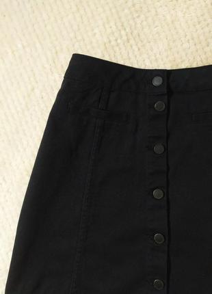 В наличии! черная джтнсовая юбка трапеция на пуговицах h&m.
