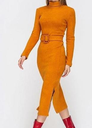 Крутое платье миди из шерсти и высоким разрезами