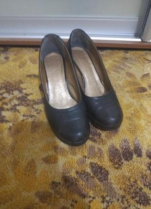 Продам женские осенние туфли