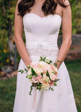Свадебное атласно платье (xs-m) со шлейфом