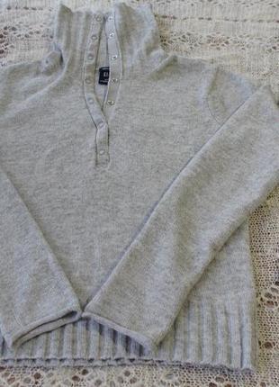 Серый удобный свитер gap