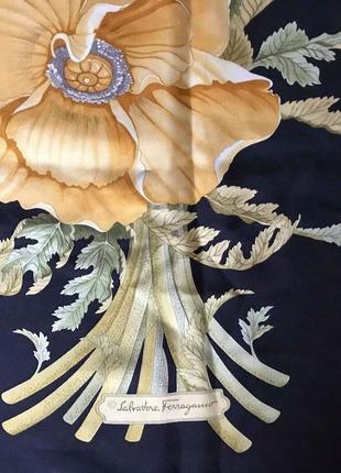 Красивый шелковый платок salvatore ferragamo