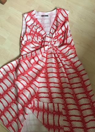 Оригинальное шелковое платье на запахе hugo boss