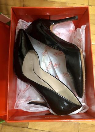 Женские лаковые туфли на каблуке charles by charles david
