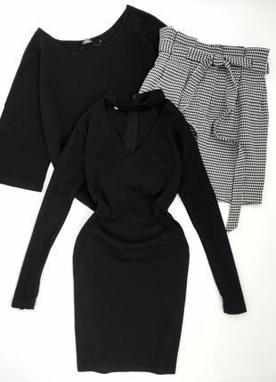 Платье чёрное трикотажное с чокером облегающее