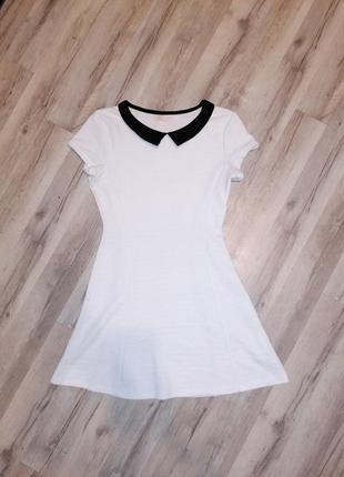 Платье белое с воротником