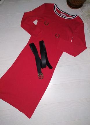 Красное спортивное платье s