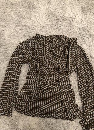 Блуза в интересный принт размер one size немного прозрачная
