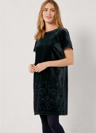 Элегантное вельветовое платье в узоры