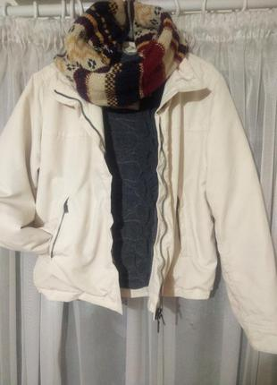 Фирменная женская теплая куртка цвета айвори