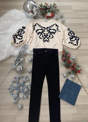 Комплект свитшоп зара с вышивкой и черные джинсы высокая посадка р м