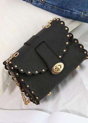 Очень стильная мини сумочка с ажурными краями.