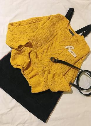 Яркий плюшевый свитер
