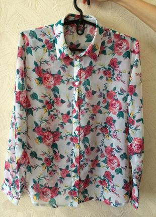 Красивая рубашка с цветочным принятом.