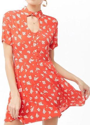 Яркое летнее платье в цветочный принт