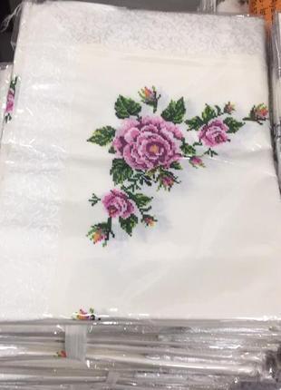 Скатерть на большой стол с вышивкой цветами