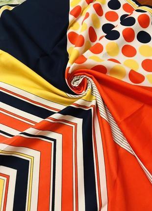 Шелковый шейный яркий платок