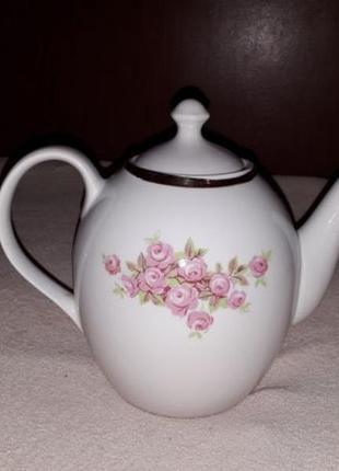 Чайник заварник 1,4 литра. фарфор.