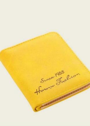 Маленький желтый кошелек