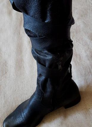 Модные кожаные сапоги, чуть утепленные
