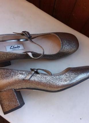 Clarks! шкіряні золотисті туфлі мері джейн, глітер, mary jane