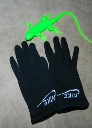 Перчатки детские черные nike.