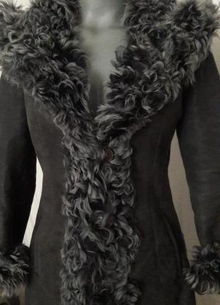 Модная, теплая, натуральная дубленка из натуральной овчины с капюшоном. glabor
