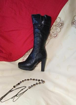 Элегантные зимние женские сапоги на высоком каблуке