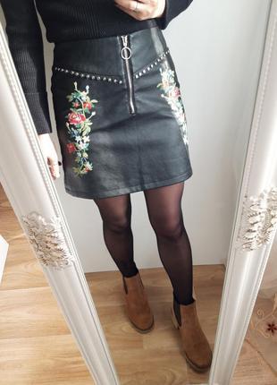 Кожаная юбка с вышевкой reserved