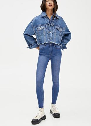 Новые джинсы с высокой талией pull&bear