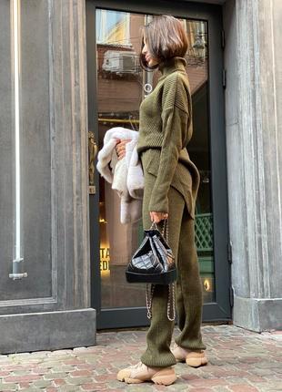 Стильный вязаный костюм свободного кроя