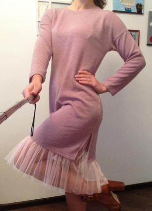 Розовое платье миди с фатиновым воланом
