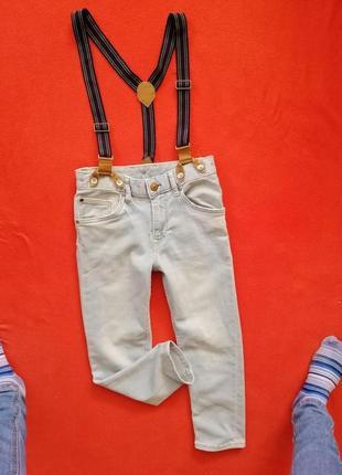 Классные джинсы на подтяжках мальчику h&m 122 в отличном состоянии