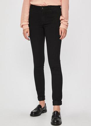 Новые черные джинсы скинни vero moda. размер l\32