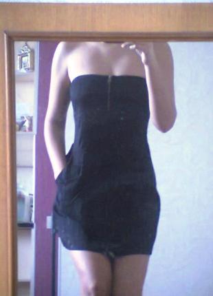 Маленькое черное платье на змейке