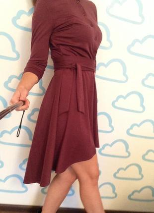 Платье винного цвета сзади удлиненное