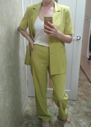 Итальянский костюм двойка жакет брюки на лето/весну зелёный лайм