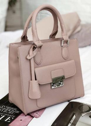 Пудровая квадратная сумочка