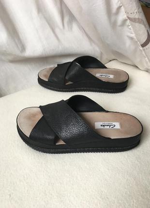 Кожаные сандалии шлёпанцы на танкетке clarks