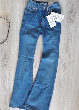 Новые джинсы клеш от pull&bear 34/24 размер