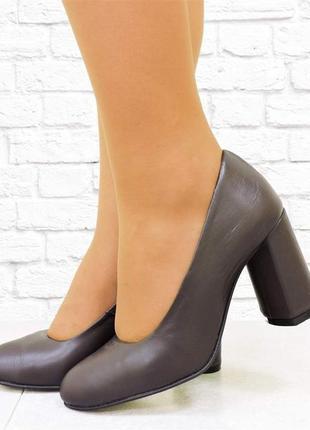 Кожаные туфли eight на каблуке. бордовые. 24,5 см