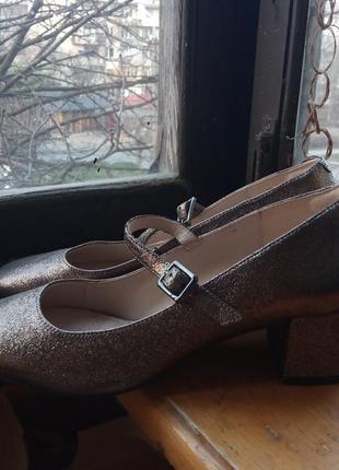 Туфлі на новий рік! шикарні золотисті туфельки з глітером мері джейн від clarks
