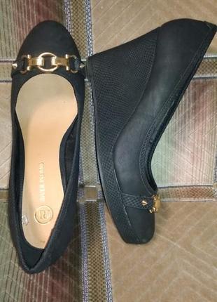 Туфли на платформе с золотистой фурнитурой 40р