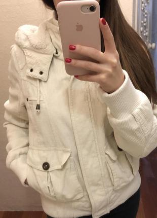 Куртка белого цвета jennyfer