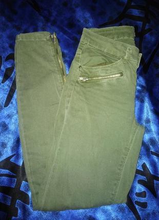 Стильные джинсы хаки  34 р.