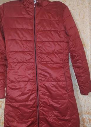 Удлиненная пуховая фирменная куртка moncler.