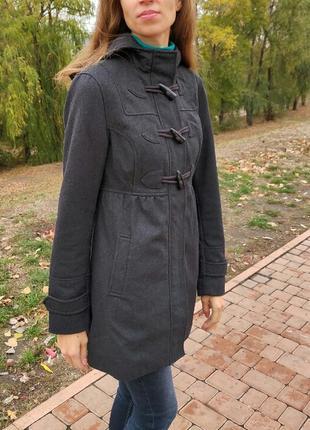 Шерстяное темно-серое пальто дафлкот divided